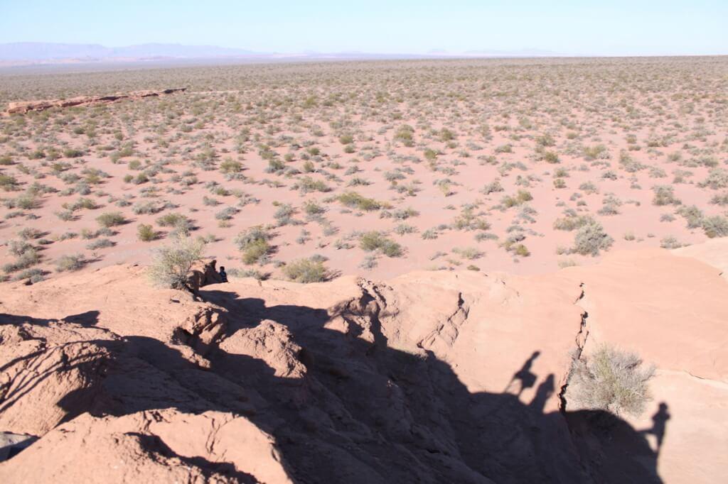 Antes de salir de esta tierra hermosa, paramos a hacer una de las cosas que más nos gusta: escalar rocas. Ven a Benjamín? Foto: Nate