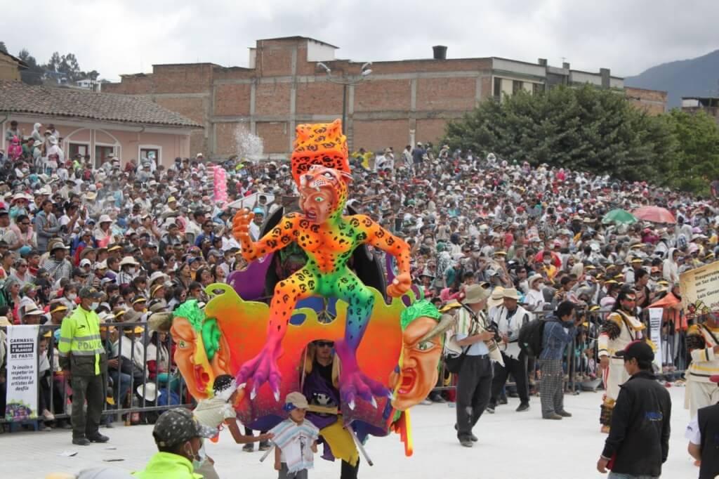 Carnival de los Negros y Blancos. Parade Day.  Photo by Amelia